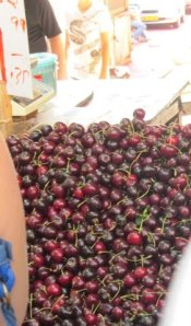 Sweet cherries at the Israeli market